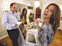 Deborah Mecklinger and her husband, Jeff, both working from home. (Craig Robertson/Sun Media)